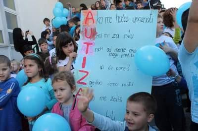 FOTO Šibenska djeca pustila plave balone u znak podrške oboljelima od autizma