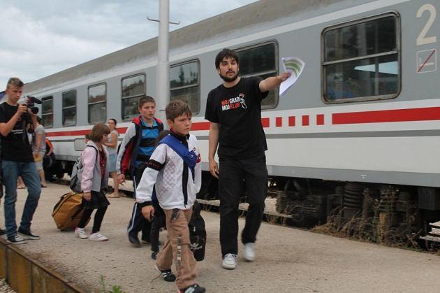 Glumac Jakov bili raspoređuje djecu po obiteljima (Foto: H. Pavić)