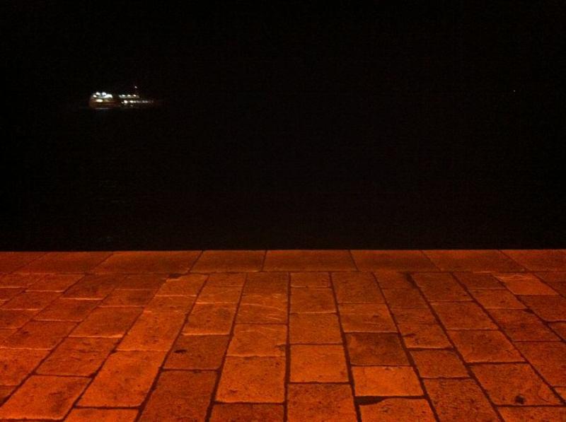 Šibenska riva - lijepa i po mraku