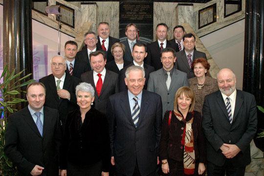 Premijer dr. Ivo Sanader i njegova vlada (Foto: Vlada RH Ministarstvo vanjskih i europskih poslova)