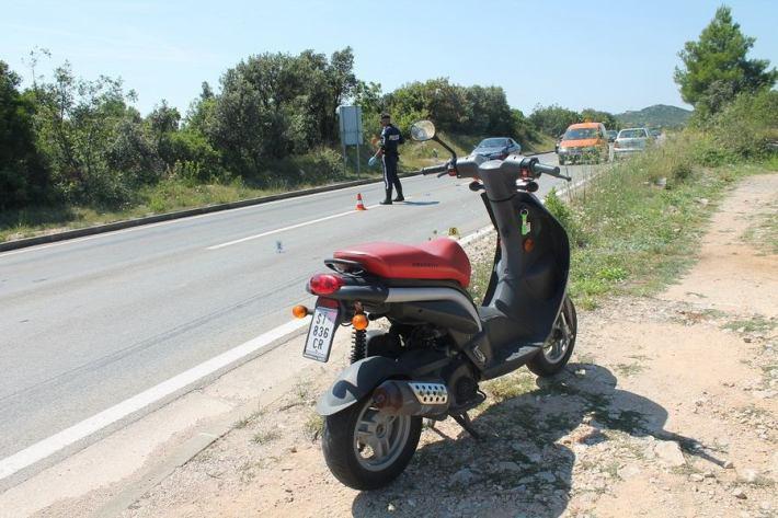 Nesreća kod benzinske postaje u Njivicama (Foto H. Pavić) (1)