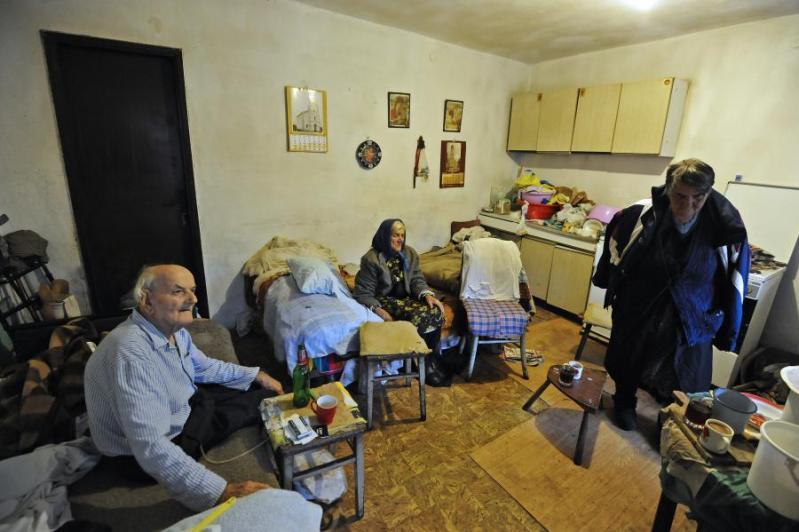 Plavno, selo Dragišići, na granici Dalmacije, Like i Bosne: Bolesnike nose na rukama, trudnice pješače bar dva kilometra do Hitne…