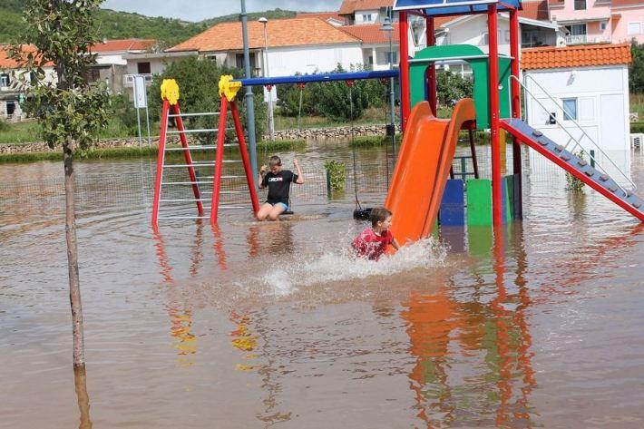 Poplave u Vodicama i Tribunju (Foto H. Pavić) (18)