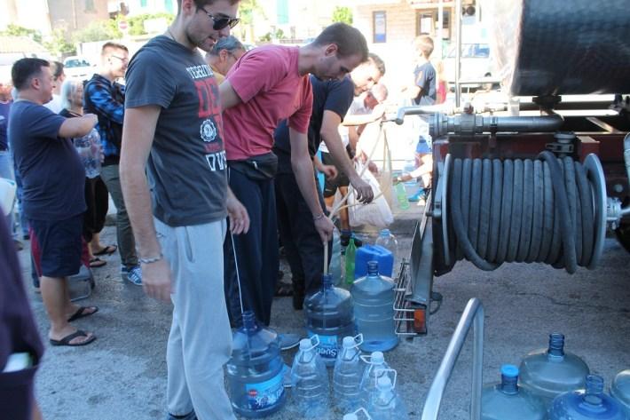 Voda je izvor života. Nekome je izvor zarade, a nekome zaraze (Foto H. Pavić) (10)