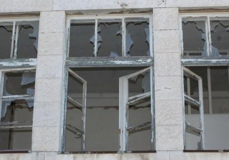 Nije poznato na koji način su stradali svi prozori zgrade