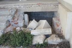 Lopovi polako odvajaju i odnose vrijedne kamene blokove