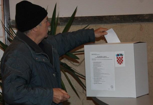 Predsjednički izbori 28. prosinca 2014. - glasovanje (Foto H. Pavić) (2)