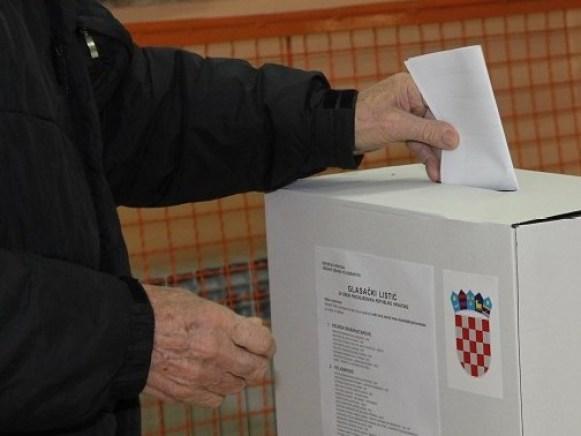 Predsjednički izbori 28. prosinca 2014. - glasovanje (Foto H. Pavić) (7)