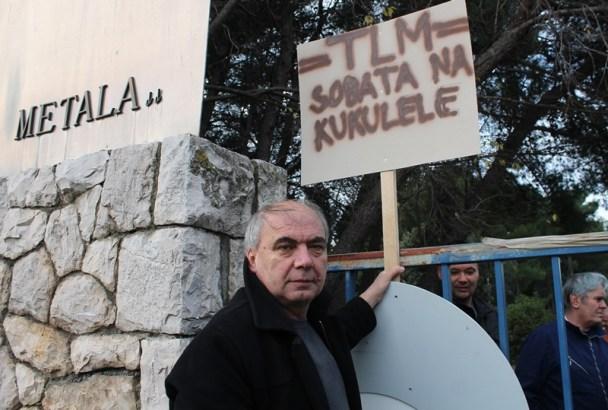 Predsjednik Hrvatskog sindikata metalaca Zdravko Burazer pred portom TLM-a  (Foto: H. Pavić)