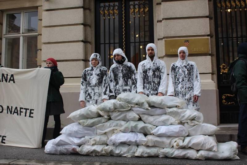 Prosvjed ispred Sabora: S.O.S. za Jadran – 90% Jadrana+10% zarade od nafte=100% štete