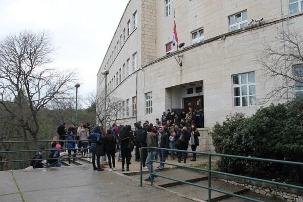 Srednja ekonomska škola - prosvjed učenika (Foto H. Pavić) (1)