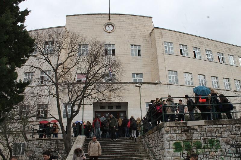 Djelatnici Ekonomske škole: 'Razočarani smo, Školski odbor nije riješio ništa!'