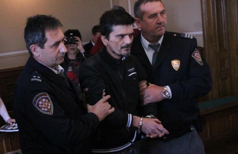Dragan Paravinja u trenutku odvođenja iz sudnice (Foto: Tris/H. Pavić)