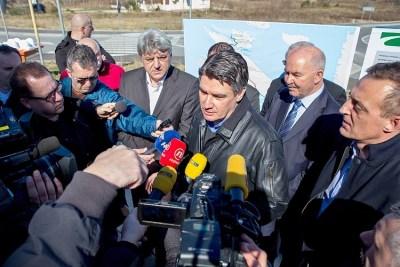 Zoran Milanović na Rabu odgovara na novinarska pitanja (Foto: Vlada RH)