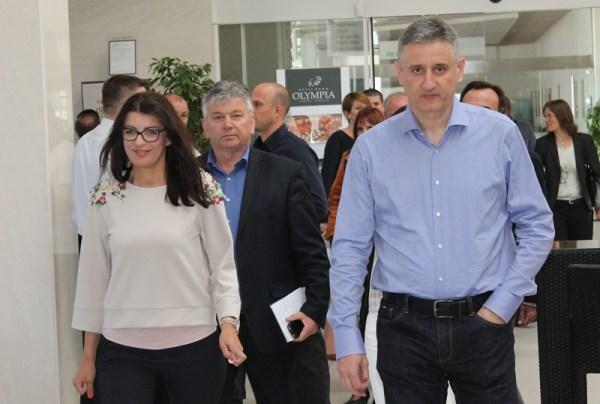 Direktorica kampanje HDZ-a Josipa Rimac i predsjednik stranke Tomislav Karamarko na nedavno stranačkom skupu u Vodicama (Foto: H. Pavić)
