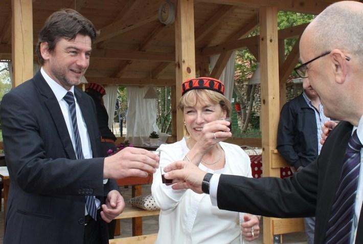 Vesna Pusić i Darko Lorencin u Kalpiću (FOTO H. Pavić) (10)