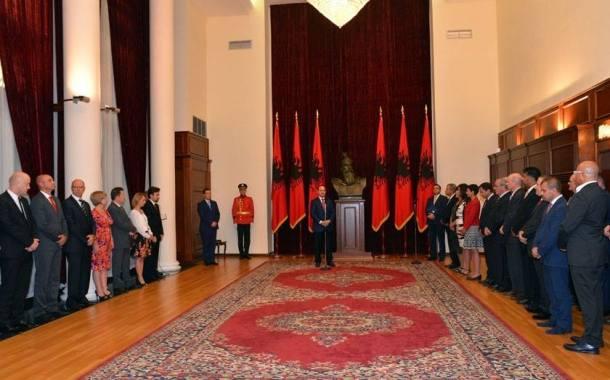 Dodjela nagrada naftašima u albanskim predsjedničkim dvorima - foto Facebook