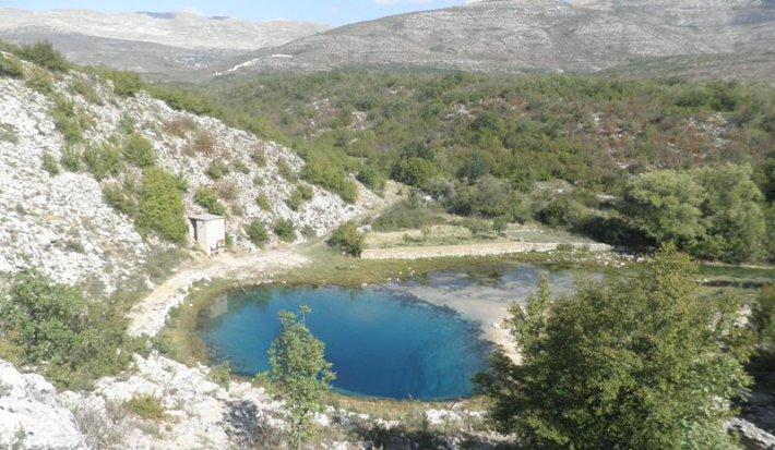 Izvor rijeke Cetine, snimila. J. Klisović