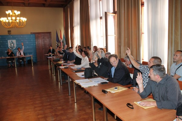 Glasovanje za izbacivanje Titova imena iz naziva Poljane (Foto: H. Pavić)