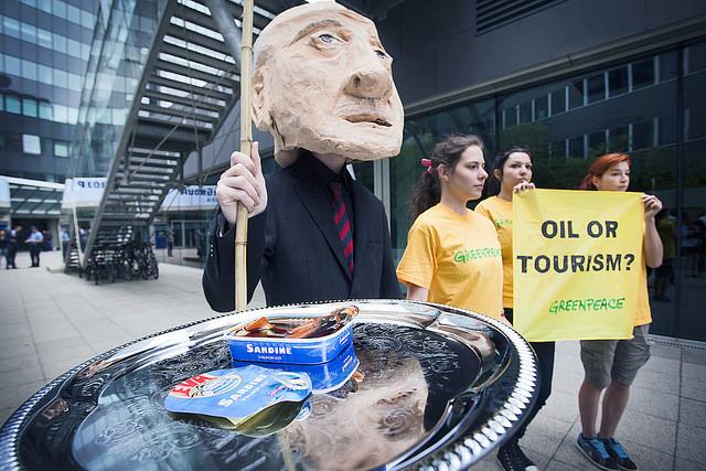 S prosvjeda: Srdele u nafti i transparenti...