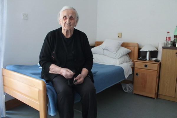 Mila Kovač u svojoj sobici u Cvjetnom domu u Šibeniku (Foto: Tris/H. Pavić)