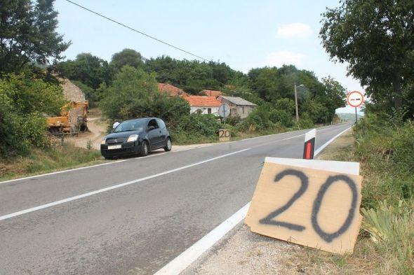 Što znači znak '20' u Čenićima između Drniša i Knina znaju samo berači smilja (Foto: Tris/H. Pavić)