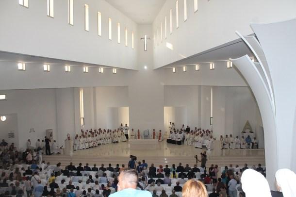 Posveta crkve Gospe Velikog Hrvatskog Krsnog Zavjeta (Foto H. Pavić) (15)