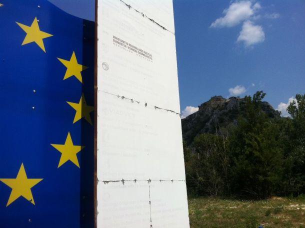 EU-Knin, pomalo izblijedjeli natpis - foto TRIS/GŠ