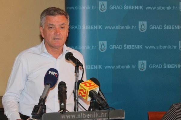 Gradonačelnik Šibenika vjeruje da će HNK Šibenik prodavati igrače i da će vratiti novac (Foto: Tris/H: Pavić)