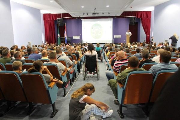 Svečanu akademiju pratila su i djeca Katoličke osnovne škole (Foto: Tris/H. Pavić)