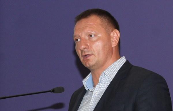Josip Klemm za govornicom svečane akademije održane povodom 25. obljetnice Jastrebova (Foto: H. Pavić)