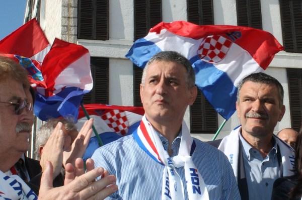 Domoljublje nije mahanje zastavama, kaže Karamarko (Foto H. Pavić)