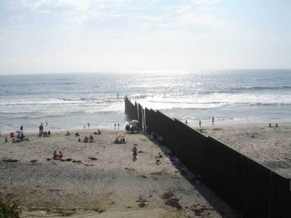 Zid na granici SAD-a i Meksika (Foto: Wikipedia)
