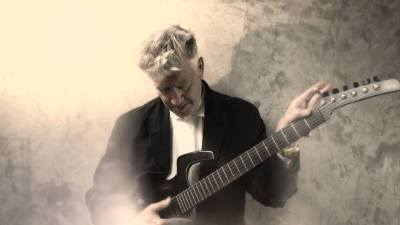 David Lynch s gitarom (foto Facebook)