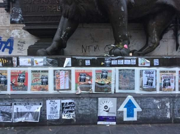 Poruke u lavljem podnožju (foto Danica Mračević Jurišić)