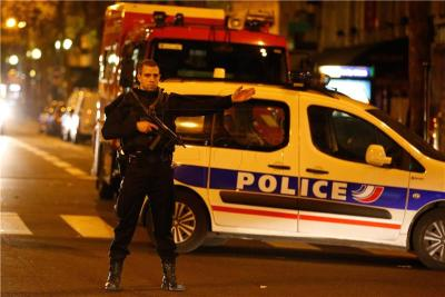 Pariz noćas (foto Hina/EPA/LAURENT DUBRULE)