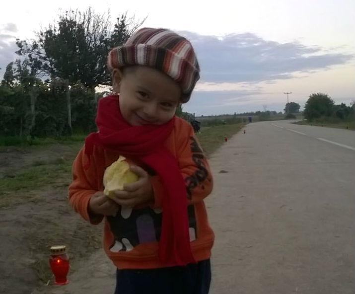 Djevojčica iz Sirije negdje pored Bapske (Foto: Sunčica Špoljarević)
