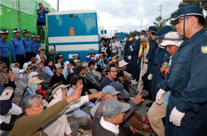 Prosvjedi u Okinawi, Japan(foto HINA/EPA/HITOSHI MAESHIRO)