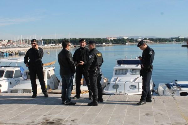 Iz prikrajka je skup iz nekog razloga osiguravala interventna policija, no ispostavilo se da antifašisti nisu bili ugroženi (Foto H. Pavić)