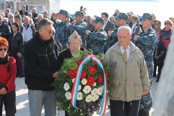 Marija Gradiška (92) došla se pokloniti svojim poginulim suborcima (Foto: Tris/H. Pavić)