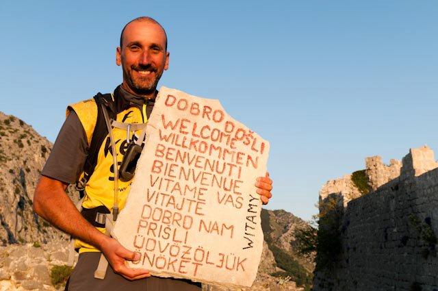 Daniel Lacko s višejezičnom dobrodošlicom