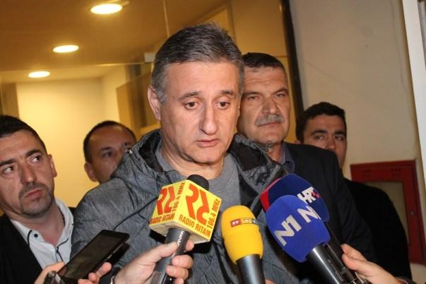 Tomislav Karamarko daje izjavu nakon sastanka (Foto H. Pavić)