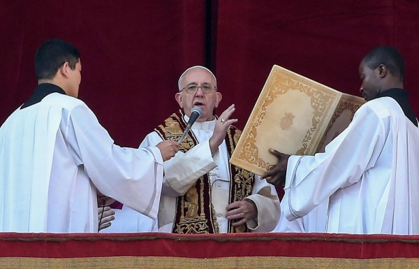 Pope Francis gives traditional Urbi et Orbi message