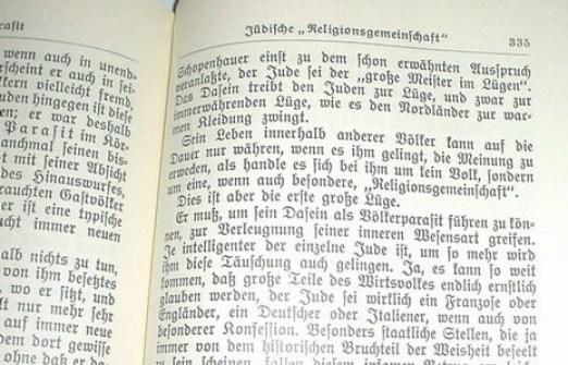 Stranica iz zloglasne knjige (foto: Wikipedia)