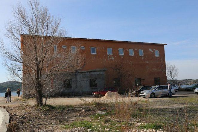 Narančasta zgrada (Foto H. Pavić)