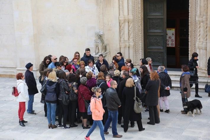 Udruga turističkih vodiča sv. Mihovil Šibenčanima poklanja obilazak grada (Foto H. Pavić) (1)