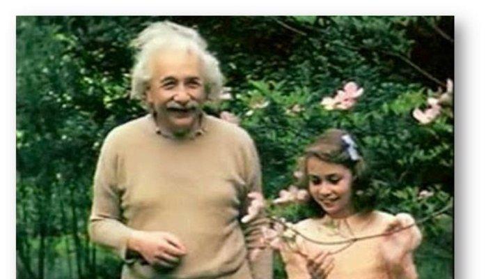 Fotografija za koju se smatra kako je na njoj Einstein sa kćeri