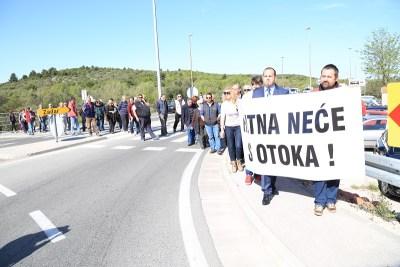 Zlatni sat ili smrtna ura: Prosvjed zbog ukidanja hitne pomoći u Tisnom