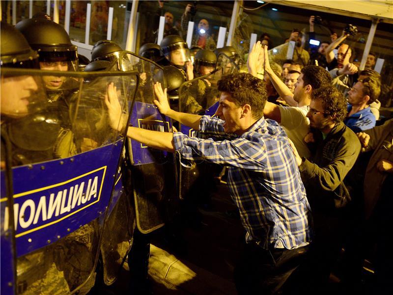 Neredi u Skopju (foto: EPA/NAKE BATEV)