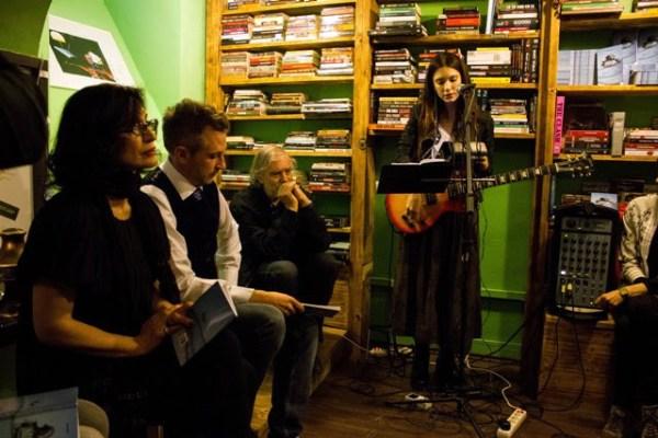 Djevojka s gitarom: Sara Renar